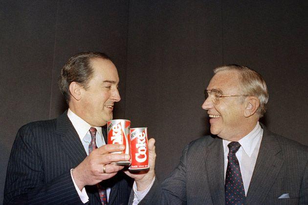 Roberto Goizueta y Donald Keough
