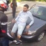 Grupo de motociclistas atacan de forma brutal a un conductor en Rusia