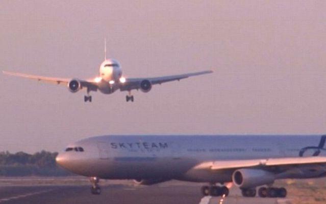 avión aterrizando casi colisiona contra otro