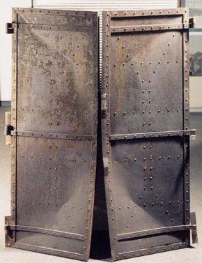 hiroshima puertas de fierro