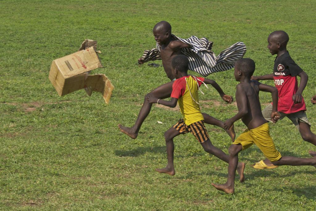 34 fotografías niños jugando mundo 14