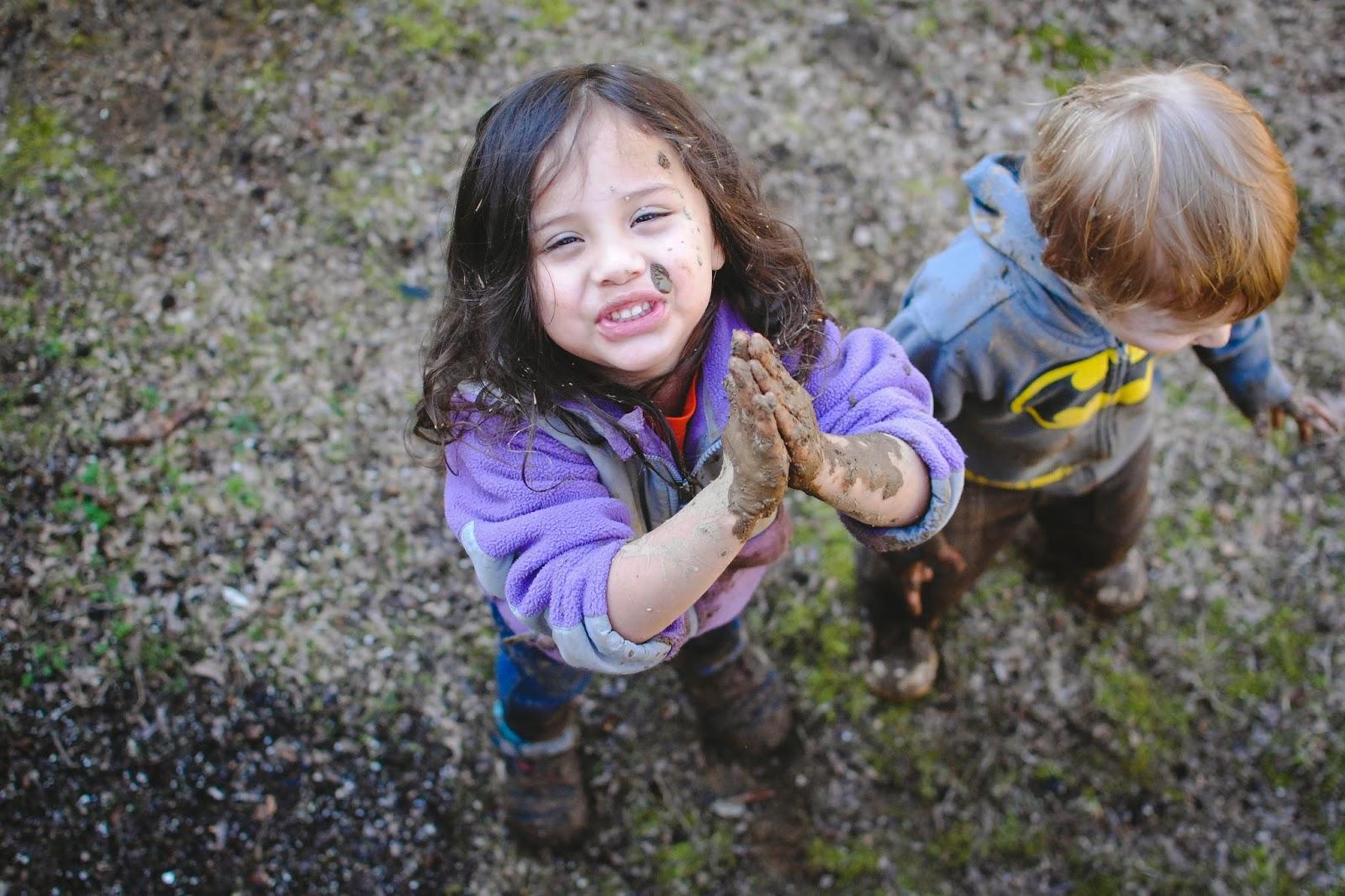 niños jugando aire libre