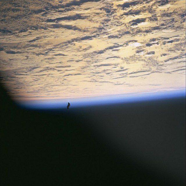 Black Knight orbitando la tierra