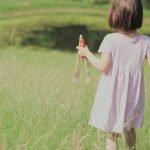 Niña de 5 años con autismo pinta obras maestras maravillosas