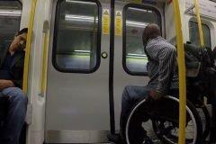 """Hombre en silla de ruedas hace su propio """"Race The Tube"""""""