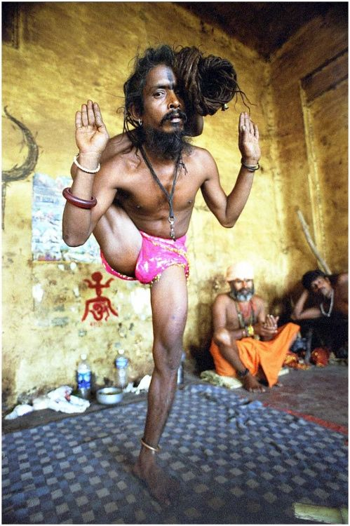 Aghori_tribu_India (6)