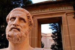Hipócrates no escribió el juramento, ¿por qué se considera el padre de la medici...