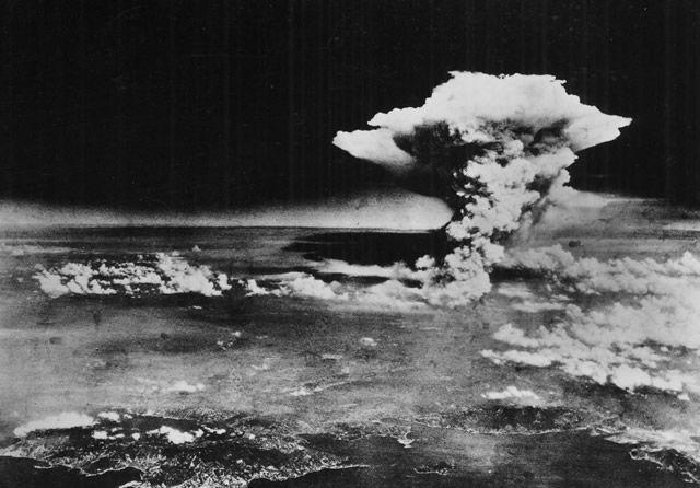 explosión bomba atomica