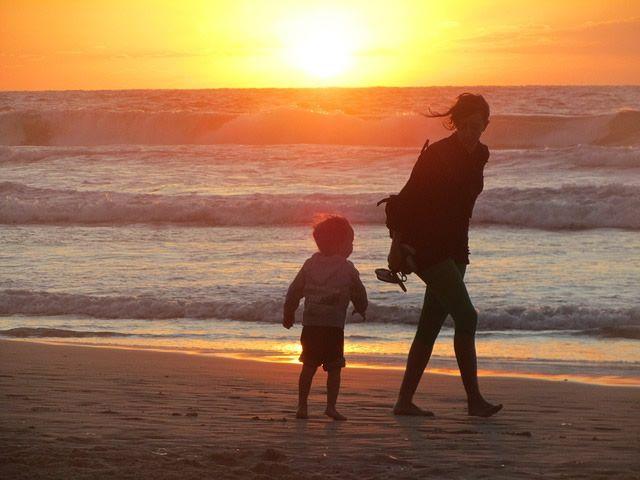 madre-playa-hijo