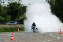 Loco en bicicleta alcanza los 333 km/h en 5 segundos