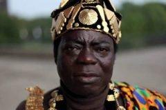 Rey africano gobierna a su pueblo vía Skype desde Alemania