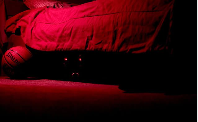 bajo-la-cama-monstruo