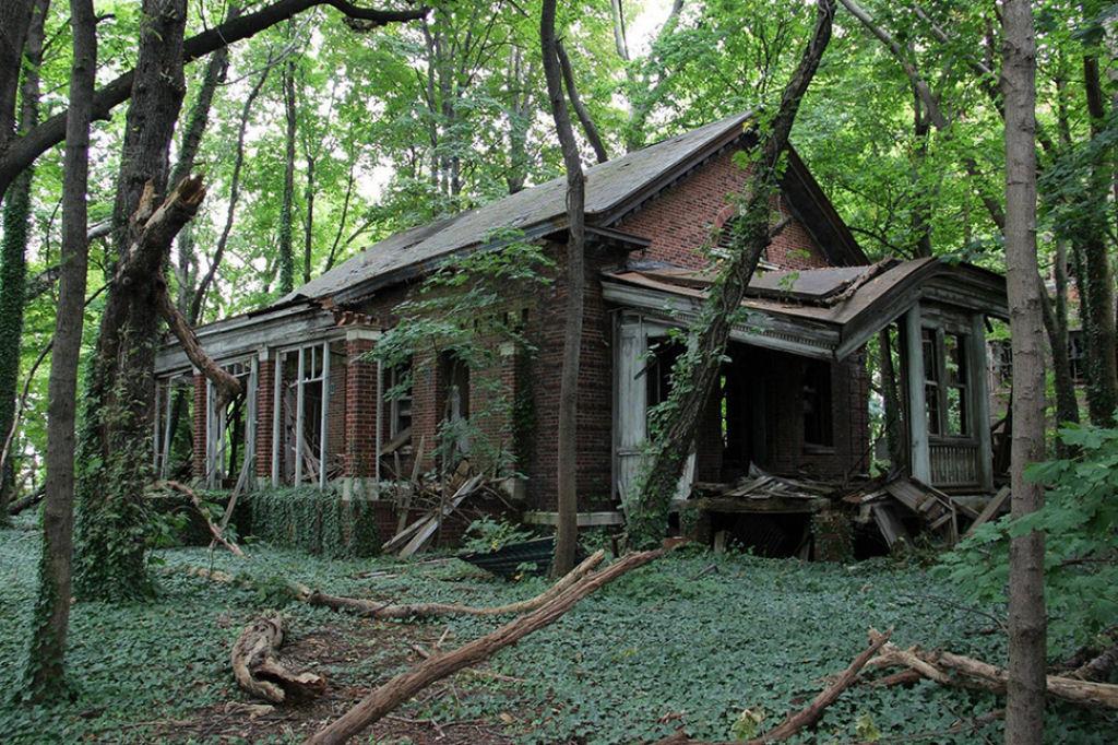 La melanc lica belleza de las casas abandonadas alrededor - Casitas en el bosque ...