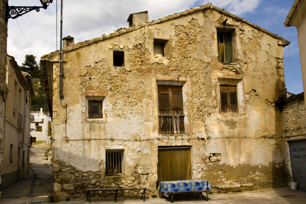 la melanc lica belleza de las casas abandonadas alrededor
