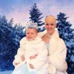 Cenicienta sin pelo sorprende a pequeña con leucemia