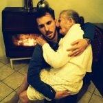 Joven comparte una foto con su abuela y emociona a todo el mundo