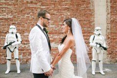 Pareja decide intentar algo diferente y se casa con la temática de Star Wars