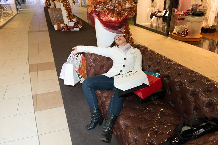 mujer cansada compras