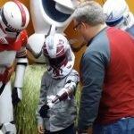 Niño de 7 años recibe una prótesis inspirada en Star Wars