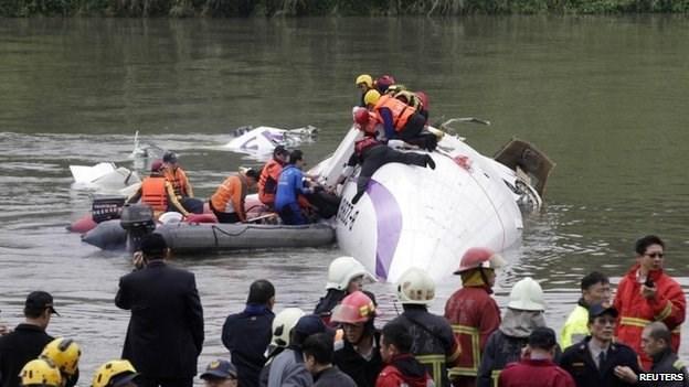 rescate avion taiwan (1)
