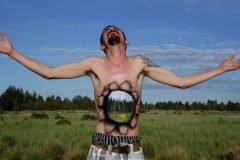 Artista transforma cuerpos humanos en ilusiones ópticas maravillosas