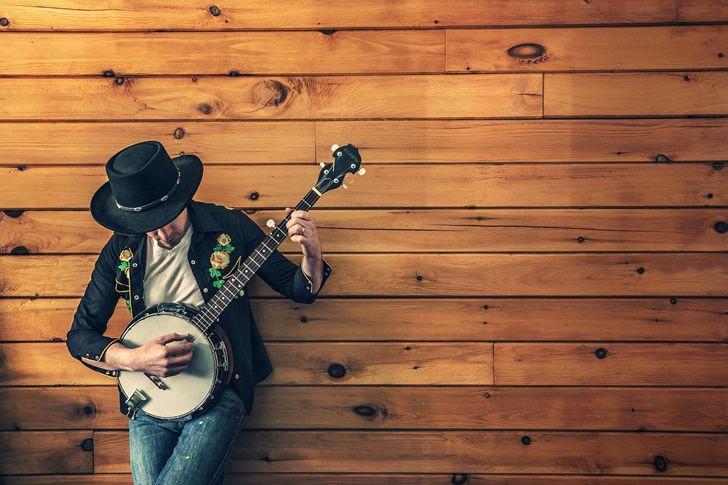 Ya sé que esto no es una guitarra si no un banjo, pero solo es con fines ilustrativos. No hace falta que lo mencionen.