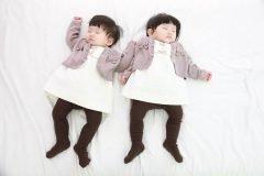 Pareja esconde embarazo de gemelos para ver la reacción de sus familiares