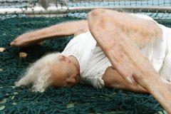 Ángel caído, una escultura de Sun Yuan & Peng Yu
