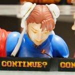 Clásica pantalla de CONTINUE en Street Fighter II es convertida en estatua