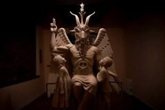 Video muestra a la estatua del Diablo siendo develada en Detroit
