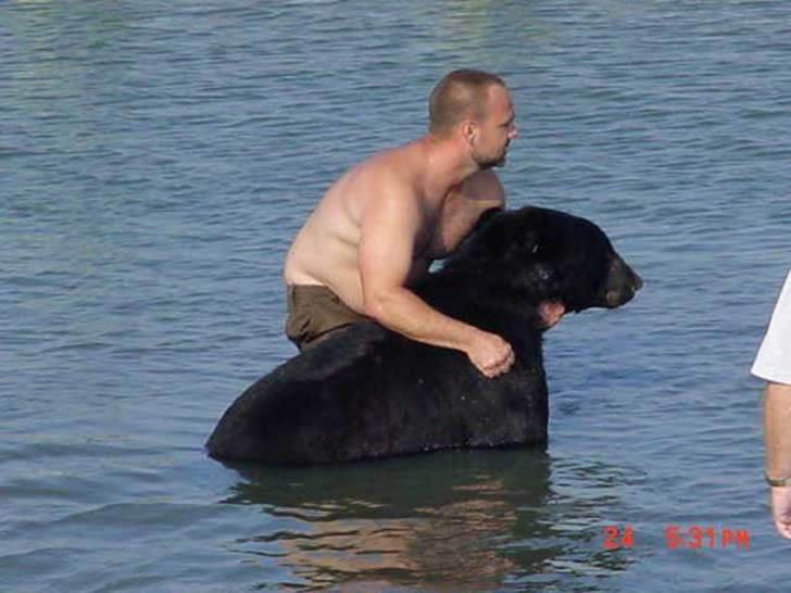 Adam Warwick rescate oso (9)
