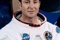 Astronauta del Apolo 14 afirma que los extraterrestres nos salvaron de una guerr...