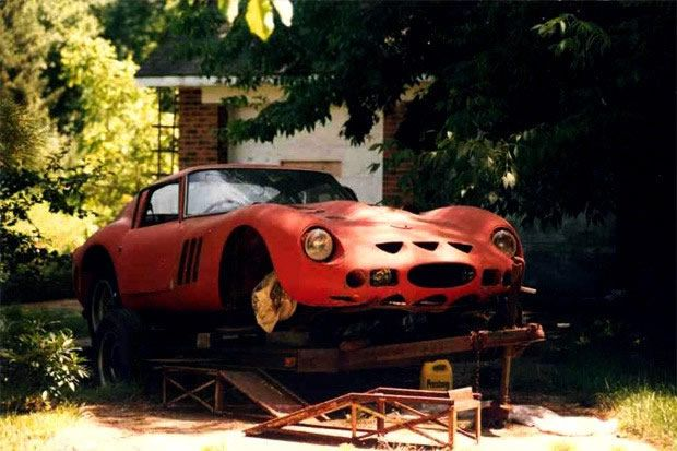 Un Ferrari 250 GTO que servía como resbaladilla.