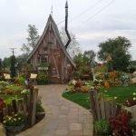 Casas diminutas de madera recuperada que parecen de cuentos de hadas