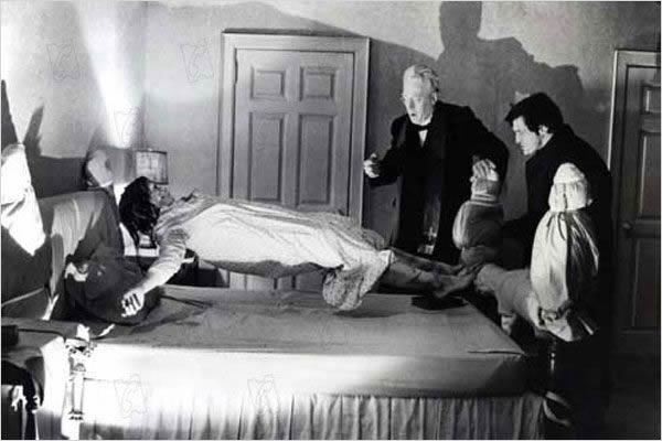 el exorcista levitacion