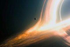 Stephen Hawking: es posible salir de un agujero negro… en otro universo.