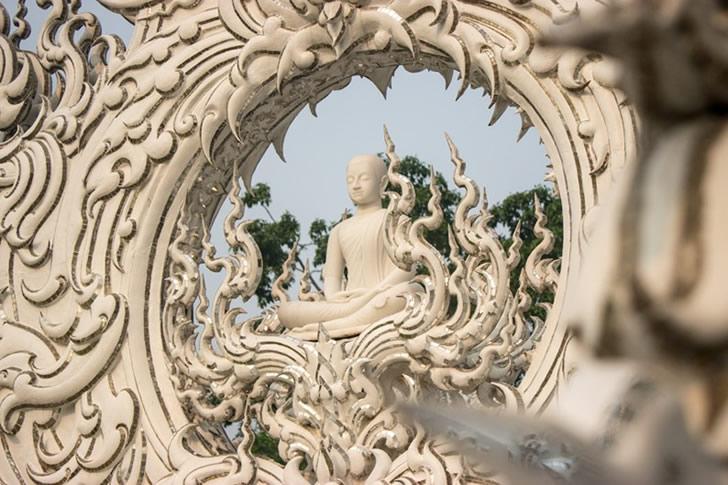 templo blanco tailandia (11)