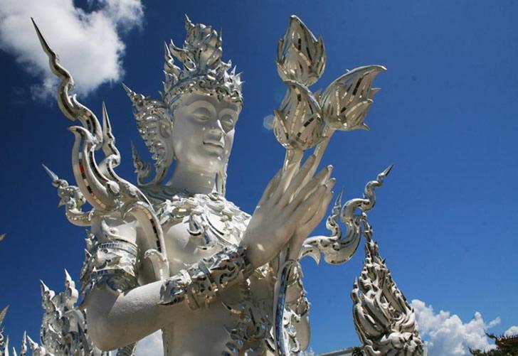 templo blanco tailandia (13)