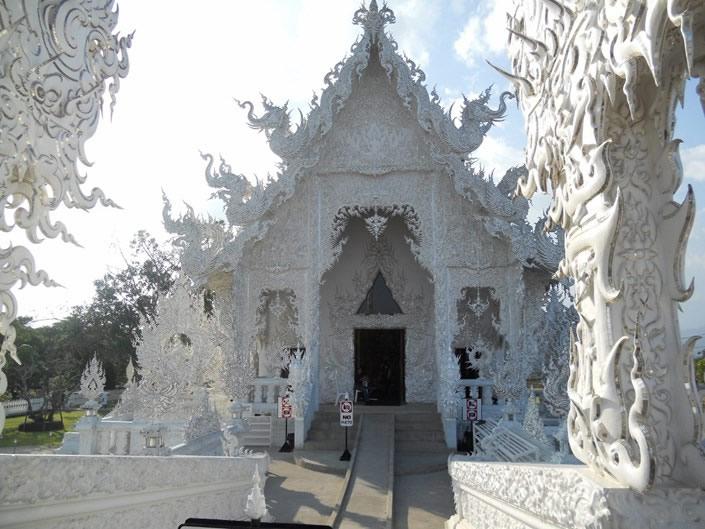templo blanco tailandia (7)