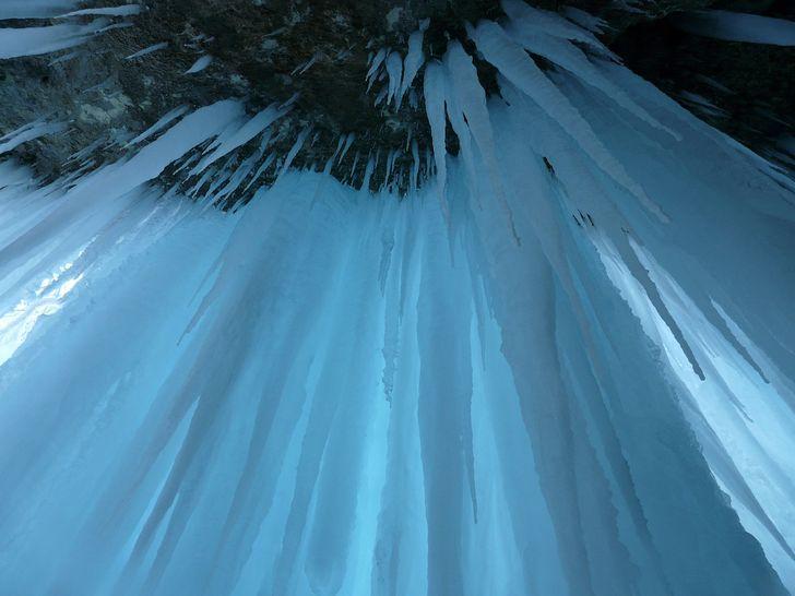 techo hielo estalactitas