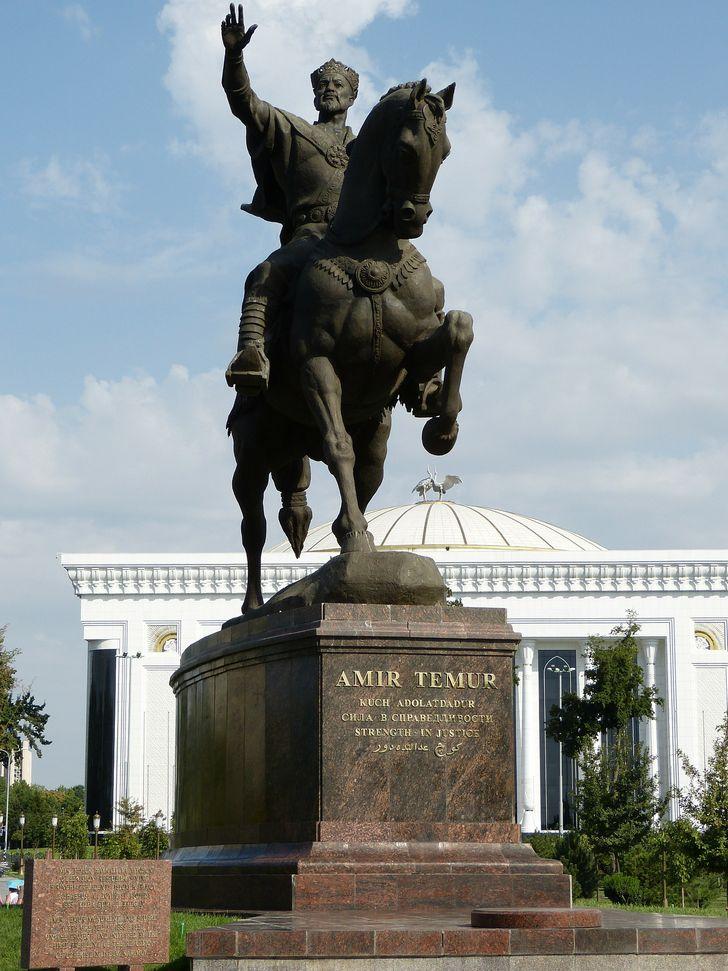 Estatua Timur el Cojo