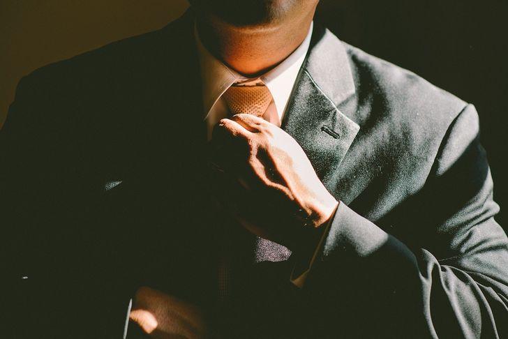 ajustarse corbata
