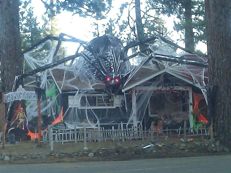 Casas decoradas espectacularmente para halloween subdivx - Decoracion casa halloween ...