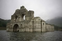 La iglesia colonial que emergió de una presa en México