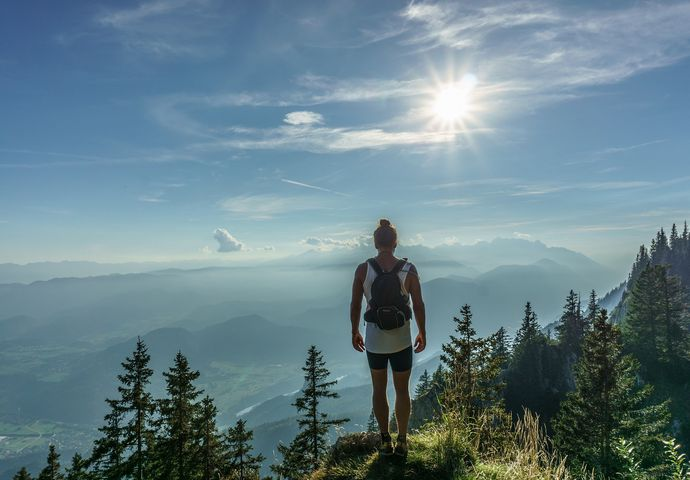 excursionista mujer pie