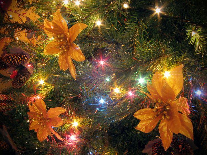 pino navideño luces colores