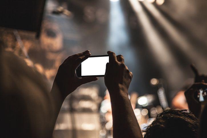 telefono celular poca luz