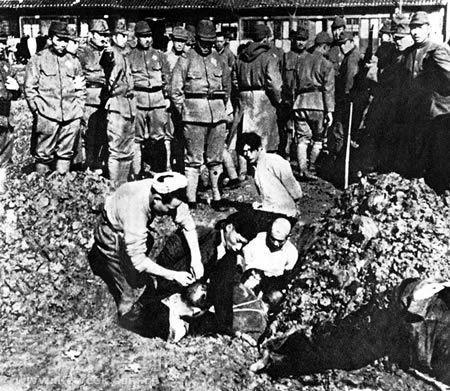 Ciudadanos chinos enterrados vivos.