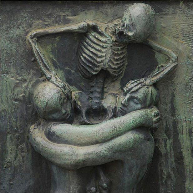 muerte abrazo esquelto