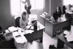 Una mujer se arroja por la ventana de su oficina + VIDEOS